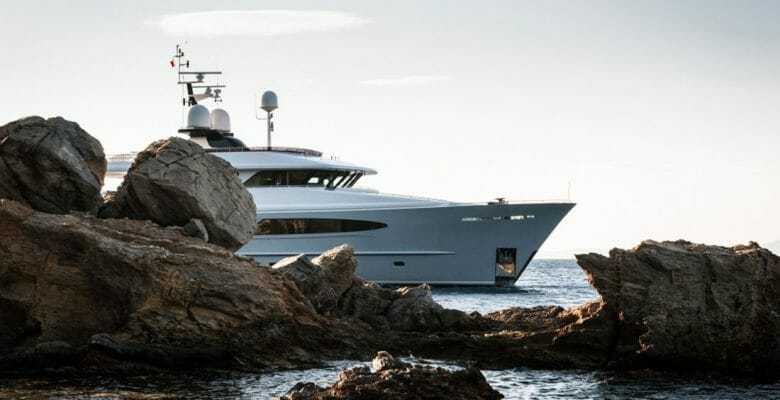 Alumercia superyacht Vripack Yacht Design coffee table book cover