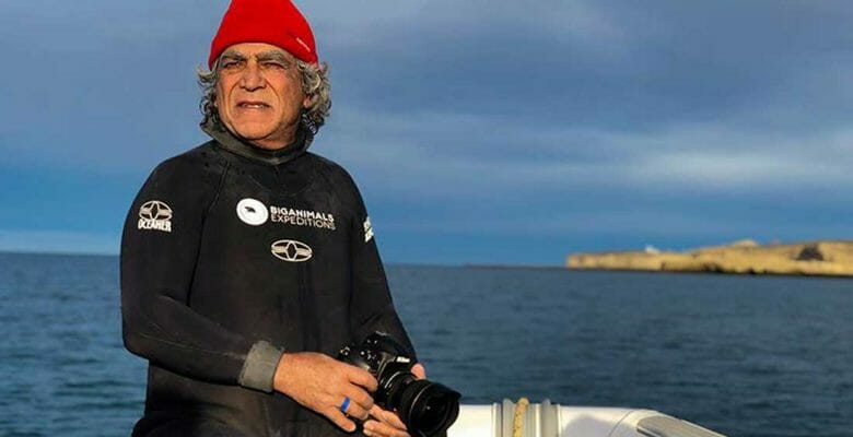 Amous Nachoum is receiving the International SeaKeepers Society award