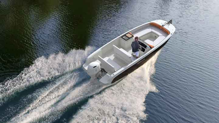the Invictus Capoforte SX200 can be a fun superyacht tender