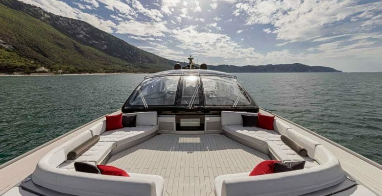 the super-fast ISA Super Sportivo 100 GTO megayacht makes quick work out of cruising