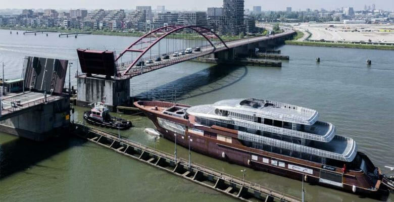 the Royal Hakvoort superyacht Project Asia