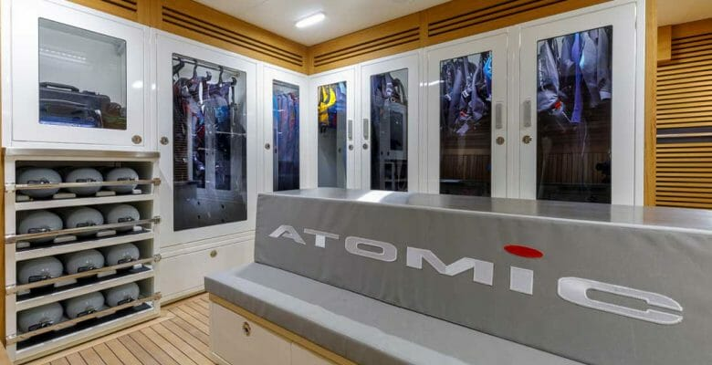 VSY Atomic is all about diving in superyacht luxury